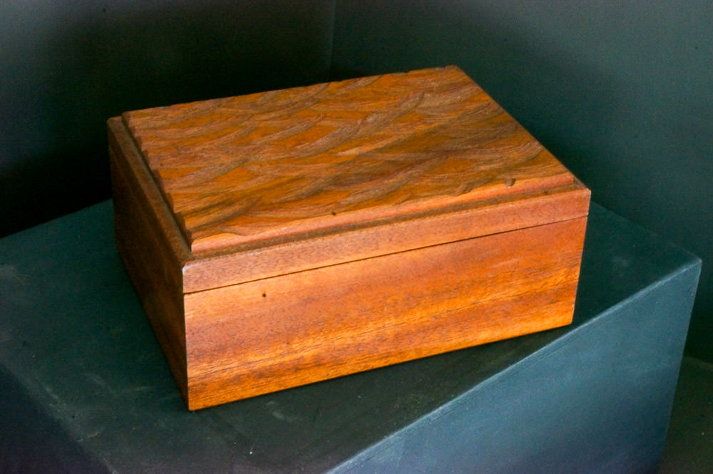 Mahogany lift lid box